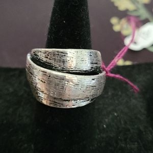 Stretchy silver colored ring